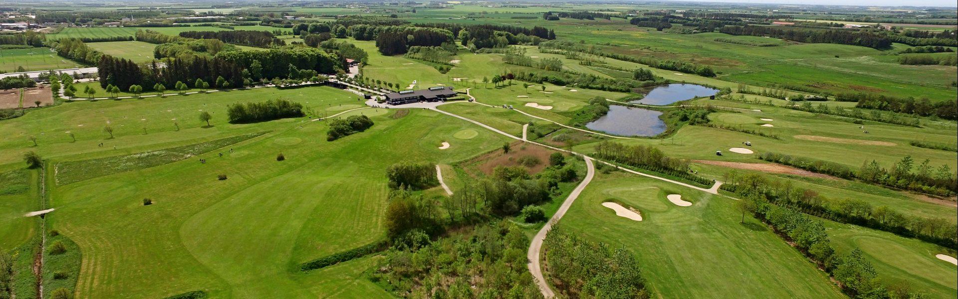 Anlægget på Brønderslev Golfklub består af 27 huller og 9 hullers pay-and-play